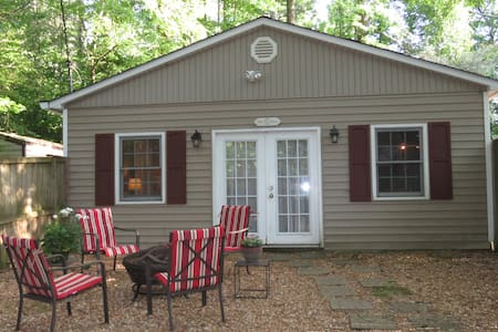 Cozy Pet Friendly Private Cottage Cottage
