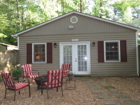 Cozy Pet Friendly Private Cottage Cottage