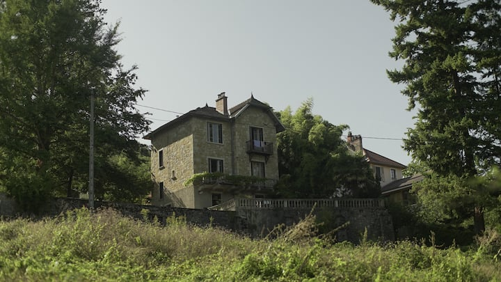 House by the big lake (Lac du Bourget)