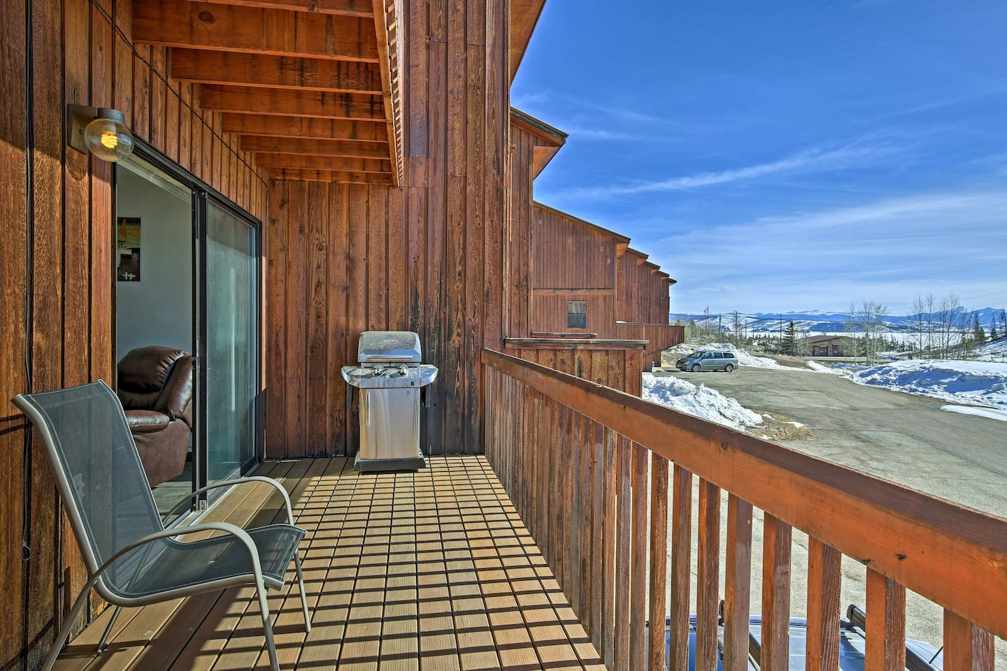 Explore the splendors of Grand Lake from this vacation rental townhome!