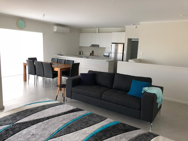 Normanville Beach Holiday House 5 Bedroom / 2 Bath
