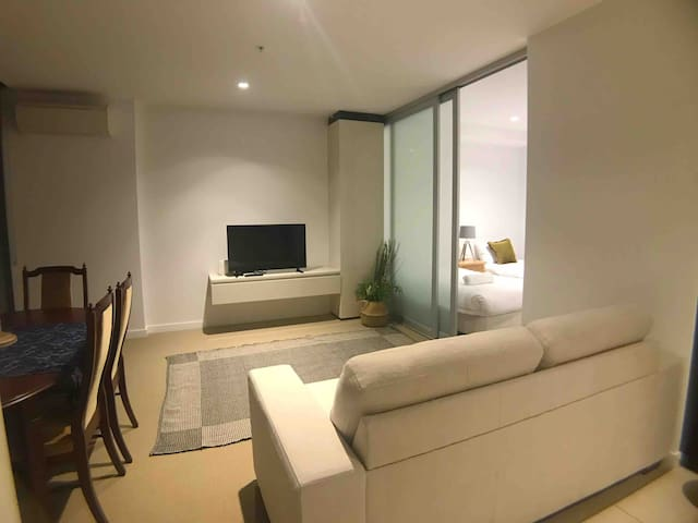 2Bed 2Bath with sea view in CBD close skybus