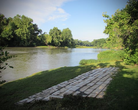 The RiverHouse... Zen Retreat and Grounds