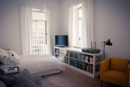 Wunderschönes Apartement im Belgischen Viertel.