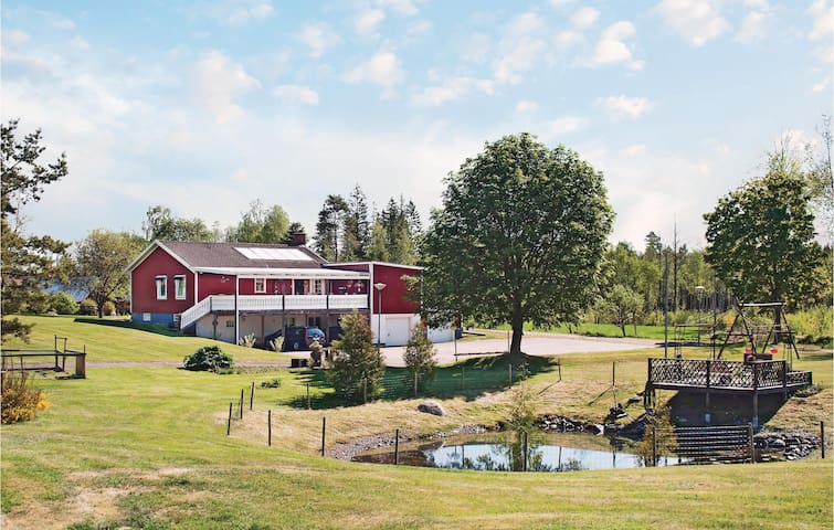 Holiday cottage with 4 bedrooms on 140m² in Målerås