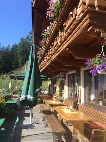 Urlaub auf einer Alm (1604m) - Nößlach - Bed & Breakfast