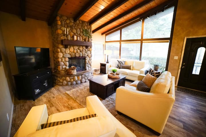 Sedona house with private hot tub, walk to town