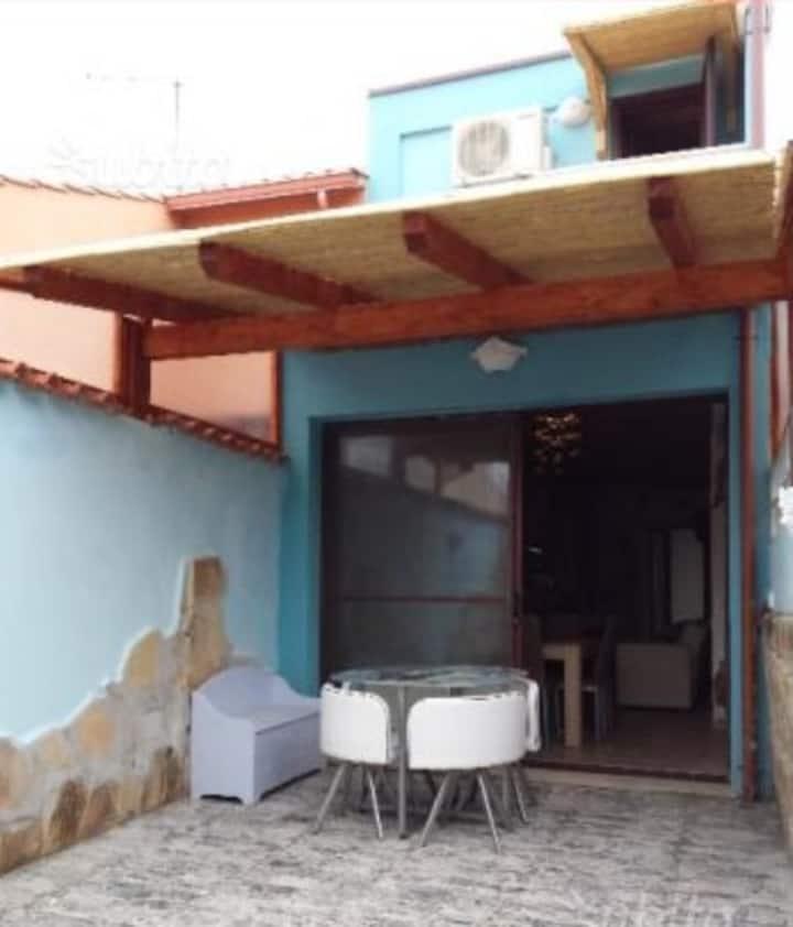 Graziosa casetta indipendente con veranda