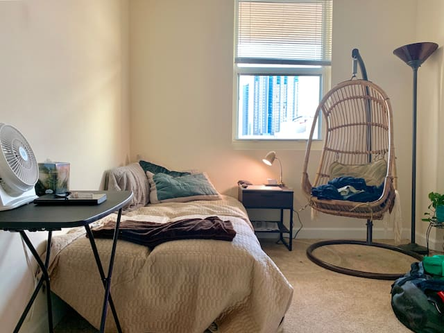 Artsy and Simple 2bd/2bth apt in Downtown Miami!