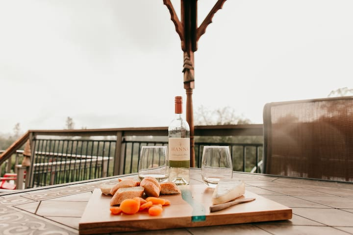 Wine Country Retreat! Location! Pool! Hot Tub!