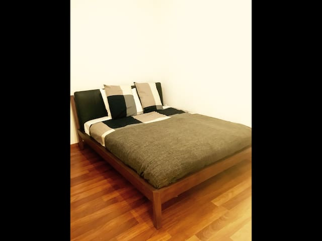 Cozy room just 4min. away from ZRH Airport. - Kloten - Wohnung