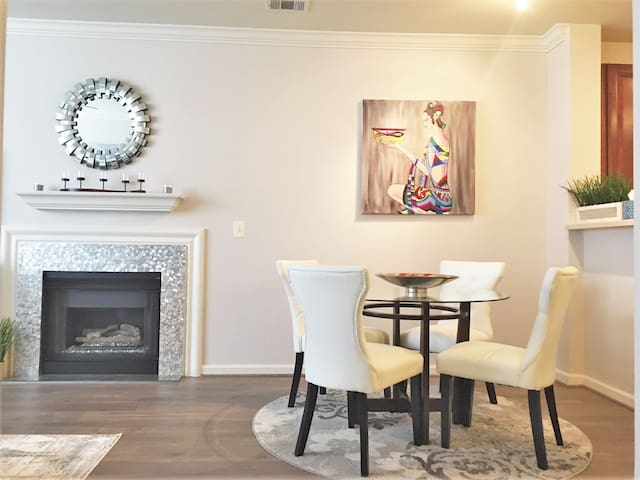 Reston Town Center Modern Luxury 2 Bedroom Apt