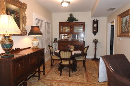 Charming 1920's St. Augustine Home. Pet friendly