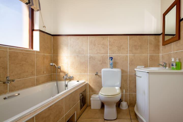 Fourways. wifi aircon private bathroom & balcony