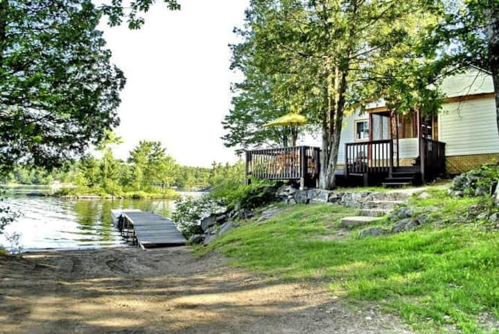 Waterfront Cottage #10 - Springwood Cottage Resort