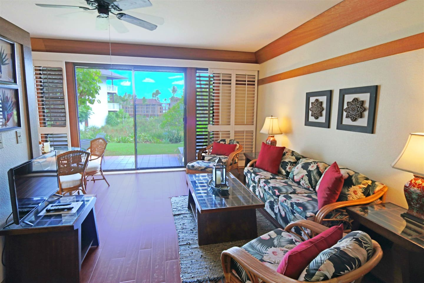 Living Room with great lanai views