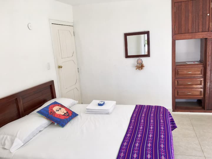 Two rooms with shared bathroom in a guesthouse, AC