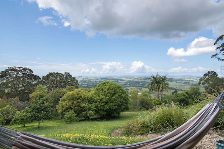 FEATHERVIEW Magic Moons & Mornings Vegan Farm Stay - Montecollum - Daire