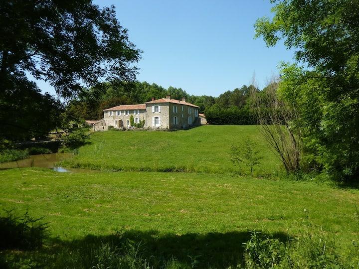 Gite: Logis Vendéen 10-12 pers. piscine et parc