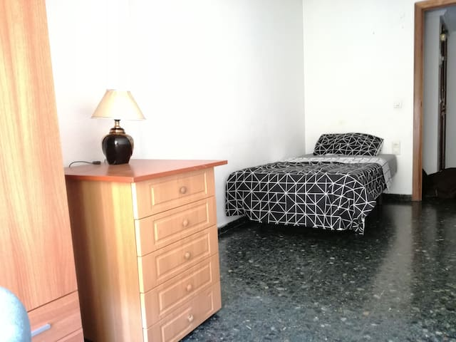 Spacious and confortable single room - València