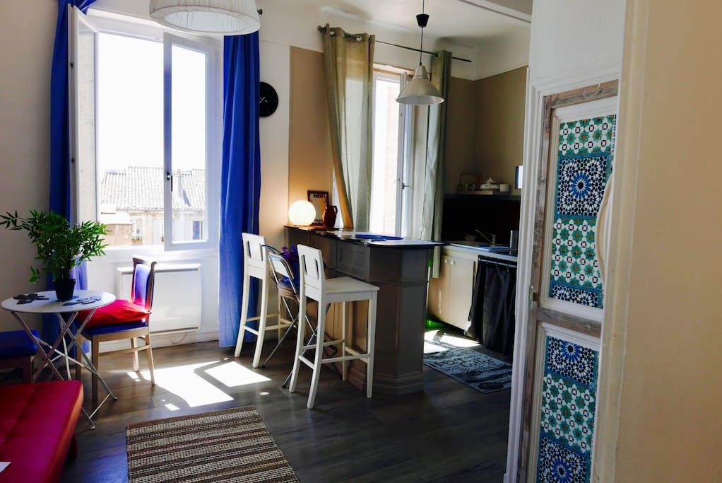 Votre pièce à vivre (deux fenêtres), du soleil et du calme