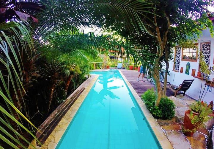 Ilhabela-Casa linda perto da praia c/piscina!