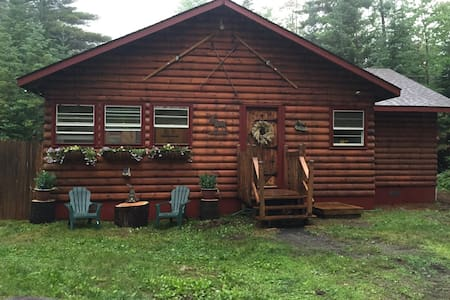 Mountain Top Adirondack Cabin - Schroon Lake
