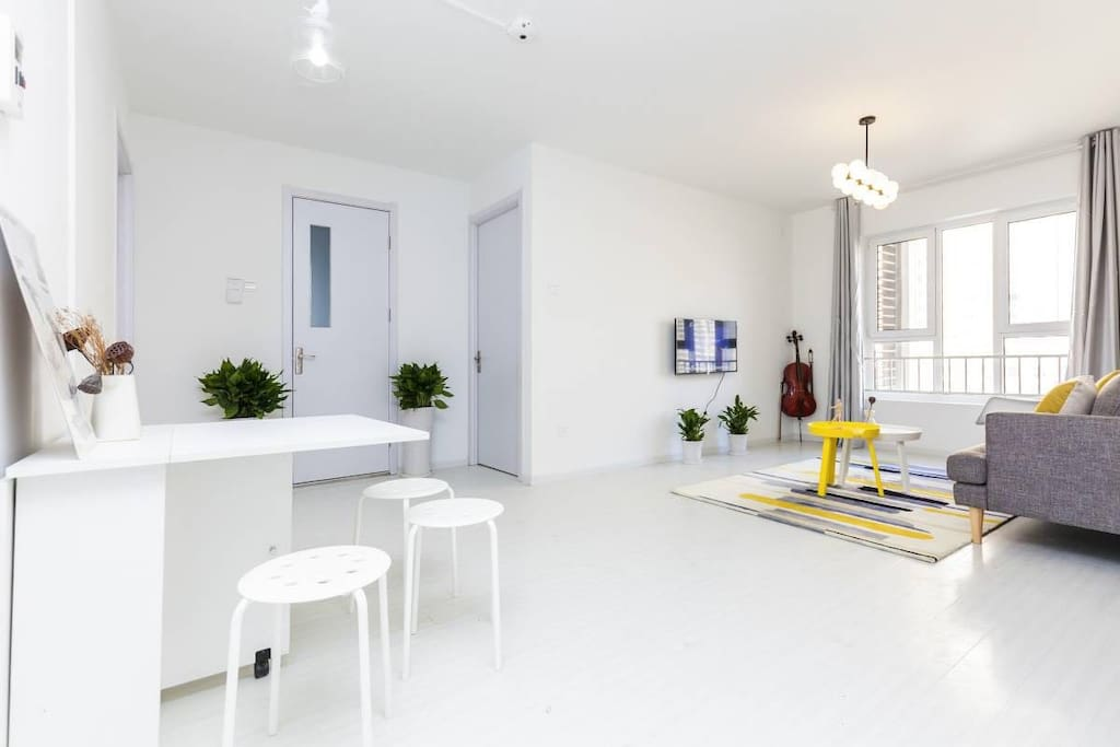 Living Room& Dining Area (2-8 people)客厅及用餐区