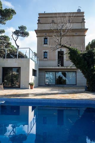 Enchanting Vila overlooking BCN with swimming pool - バルセロナ - 別荘