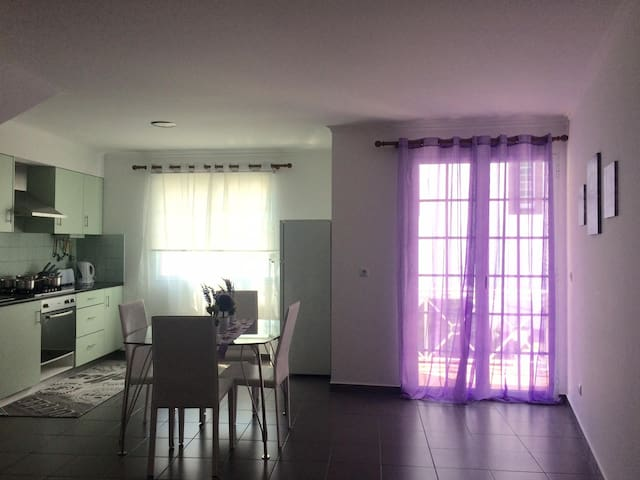 Beautiful apartment in center of lovely vila! - Povoação - Apartamento