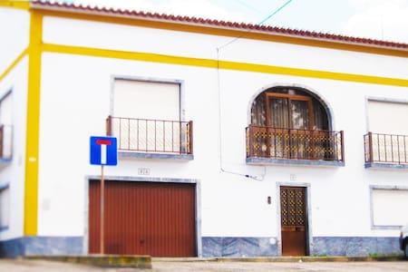 5 Bedroom Family Home - Viana do Alentejo - บ้าน