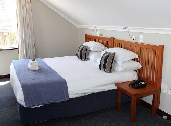 Blue Bay Lodge - Garden facing Room