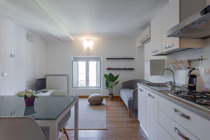 Comodino Classico Di Lusso Legno.Airbnb Porta Volta Milano Vacation Rentals Places To Stay