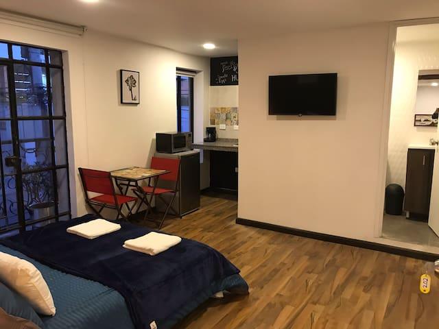 Hermosa habitación hotel cocina baño privado.Balcó
