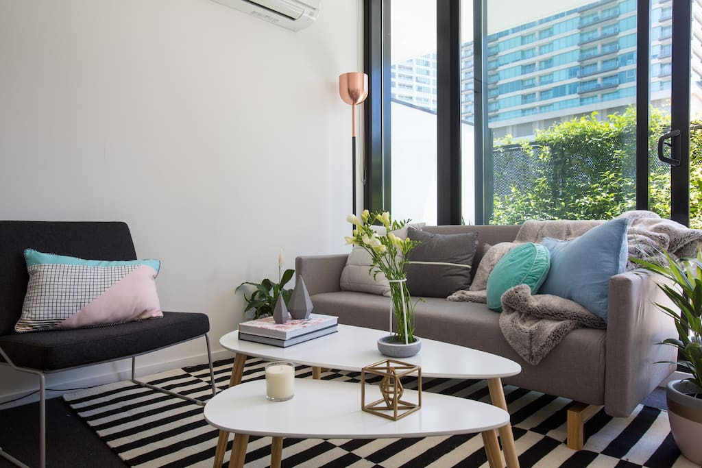 Lounge with queen sofa bed.
