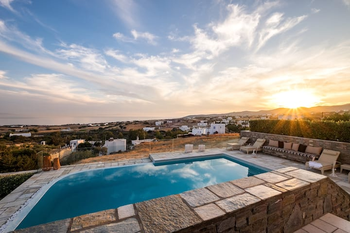 Villa Courante with stunning panoramic sea views!