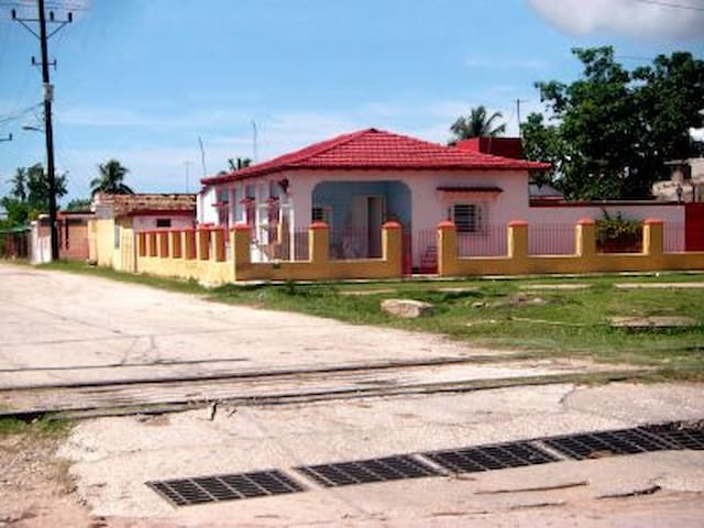 Hostal Cristina 4 (Casilda) - Casilda - Casa de huéspedes