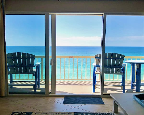 5★ BEACHFRONT GETAWAY~2020 BEACH CHAIRS~NICE VIEWS