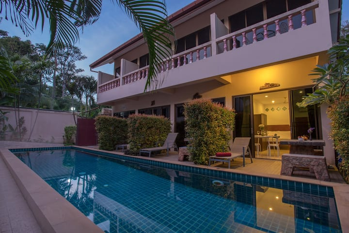 Studio Direct Access to Pool, Kitchen, Green Clean