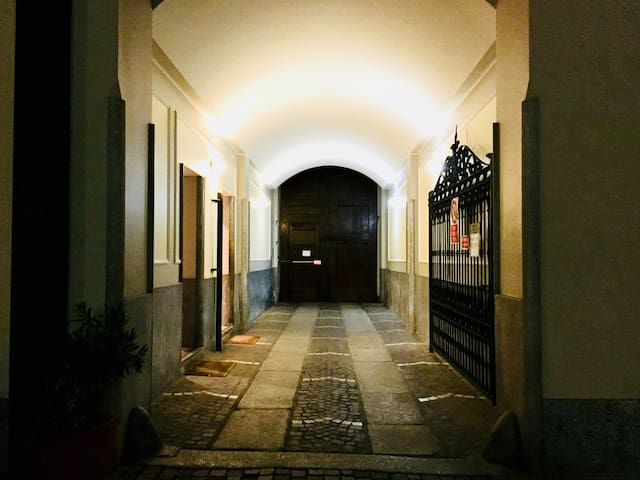Unique in Porta Romana weekly/monthly special rate
