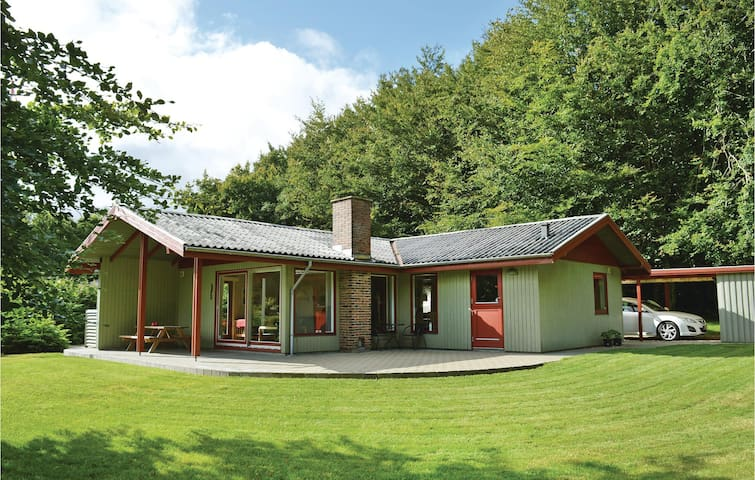 Holiday cottage with 3 bedrooms on 77m² in Toftlund