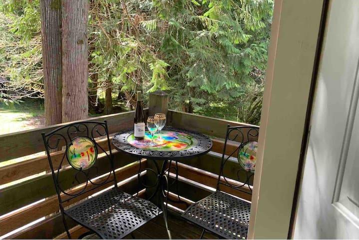 Cedar Suite, Kitchenette/Bfast Items-Mt. Rainier!