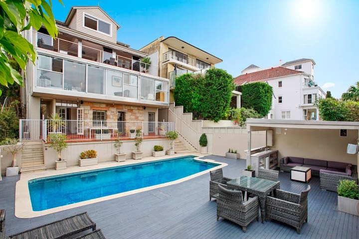 Villa Bellevue Hill Entertainer