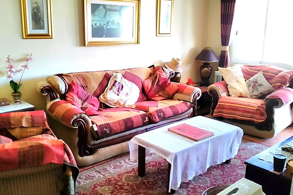 Living Room In Main House pic 2