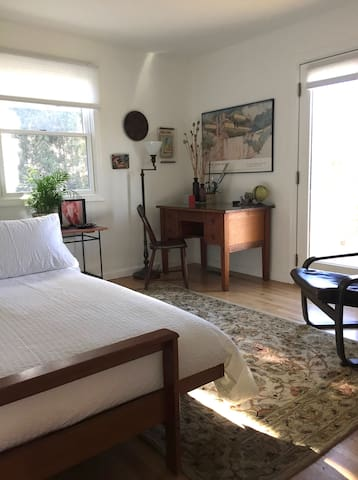 LOVELY FURNISHED ROOM - 5 min WALK to FAIRFIELD U.