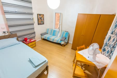 Room in the heart of the historic center of Genova