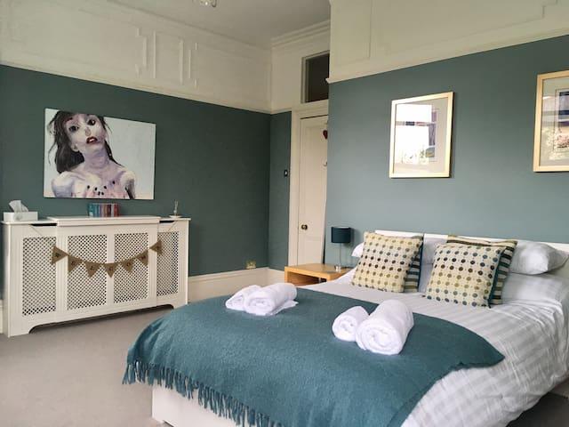 Beautiful Double Room, Victorian House, Tavistock