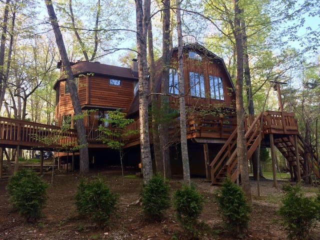 Tree Top Cabin—near Conley Bottom Marina