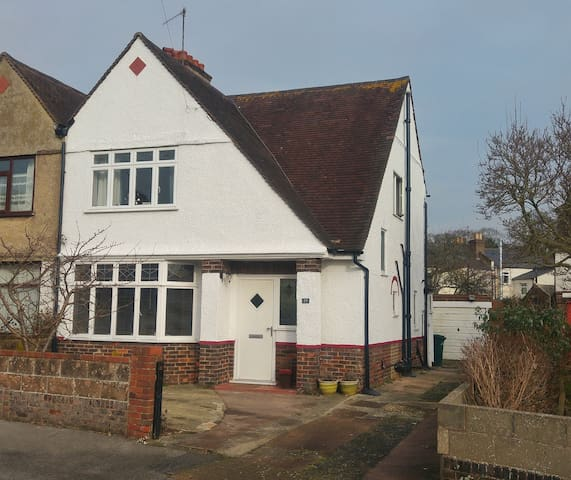 Comfortable family home - Portslade