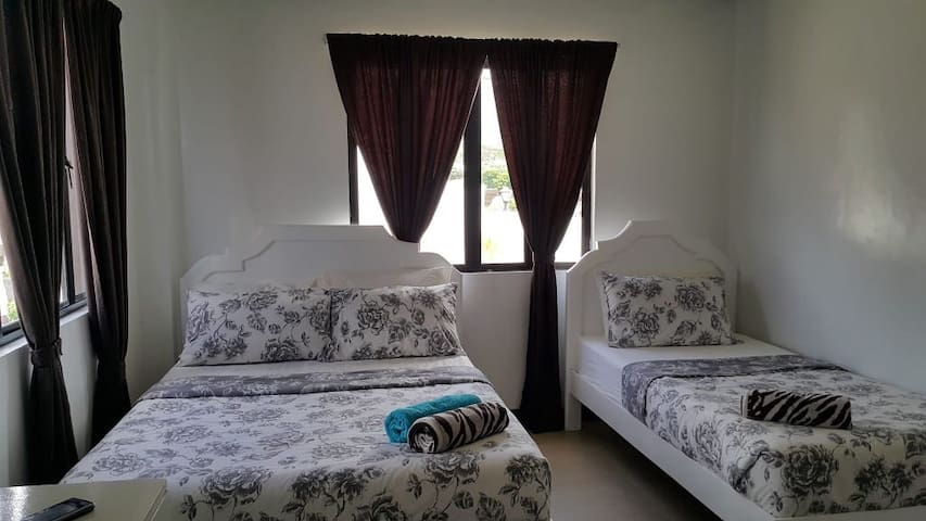 Florabells Iraya Guest House ( Room 7)